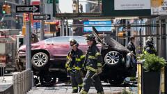 """Кола помете пешеходци на """"Таймс скуеър"""""""