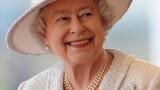 Какво крие Кралицата под ръкавиците