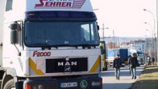 Шофьор на камион блъсна дете и избяга