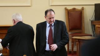Управляващите грубо се намесиха в съдебната власт, убеден Миков