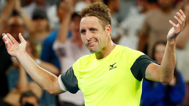 Световният номер 97 Тенис Сандгрен постигна нова феноменална победа. Той
