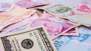 Експерт: Турската валута може да падне до 10 лири за долар в следващите 3...