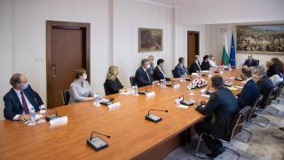 """За икономическо сближаване в Европа с инициативата """"Три морета"""" призова Радев"""