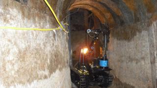 Американски власти откриха чисто нов тунел под границата с Мексико
