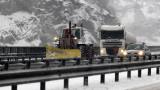 Сняг и дъжд в цялата страна, пътищата са проходими