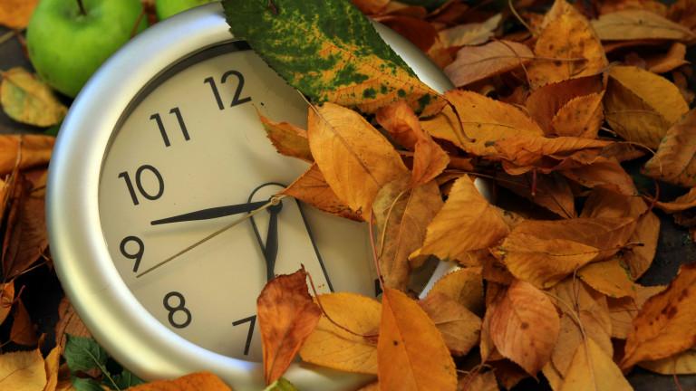 В 4 часа сутринта на 27 октомври връщаме часовниците с