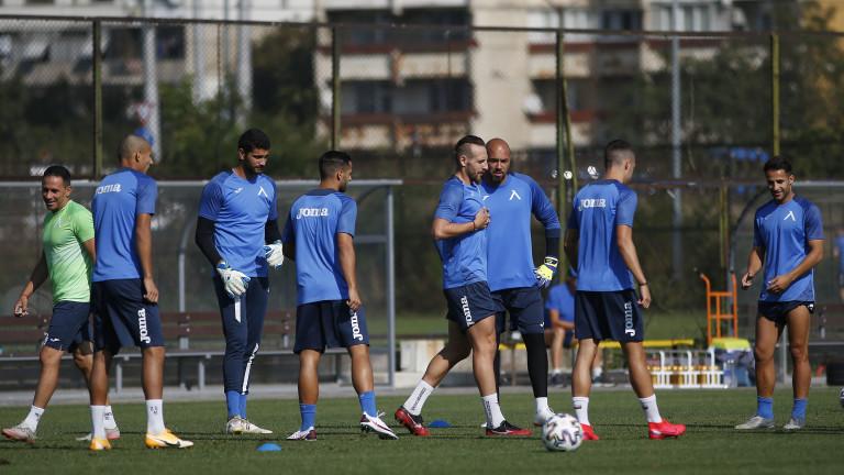 Куп футболисти се борят за място в халфовата линия на Левски