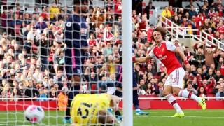Арсенал бие с гол на Давид Луис