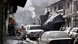 Нападение с линейка бомба в Кабул, най-малко 95 загинали