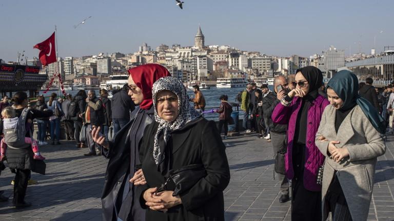 Партията на Ердоган иска ново преброяване на бюлетините в Истанбул