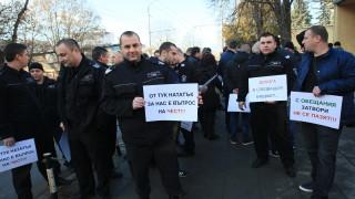 Надзирателите в затворите протестират