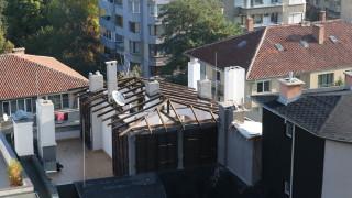 Пламен Георгиев започна да събаря навесите на терасата си