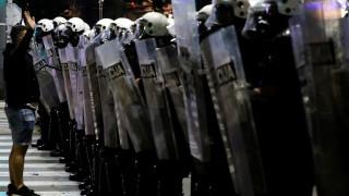 19 полицаи и 17 демонстранти ранени на втората нощ на протести в Белград