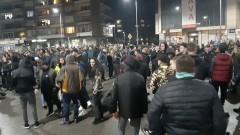 Стотици протестират в Габрово и днес