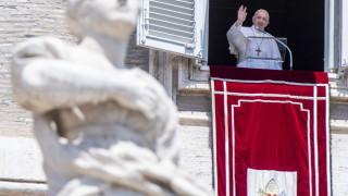 Папа Франциск напусна Ватикана