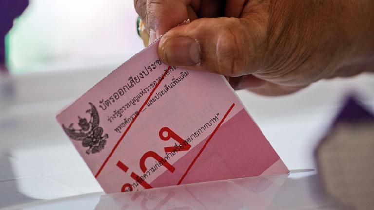 Тайланд провежда референдум за нова конституция