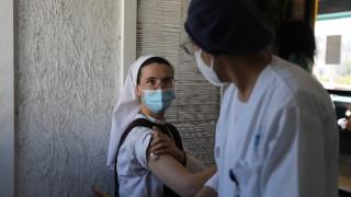 Ваксина срещу вариант: Обещаващи данни в надпреварата на Израел срещу коронавируса