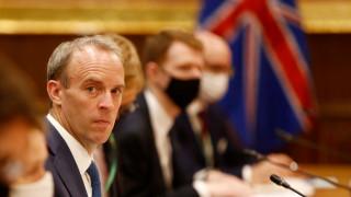 Рааб уверен, че британски разрушители ще продължатда плаватв украински води до Крим