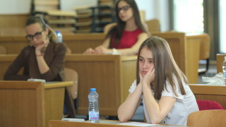 Кандидат-студентите по БЕЛ в СУ писаха върху Албер Камю