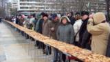 42-килограмова баница с късмети раздават в Добрич