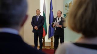 """Президентът отличи с орден """"Стара планина"""" посланик Рубин за особен принос и всеотдайна работа"""