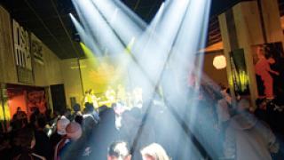 Секс на живо грози да затвори нощен клуб