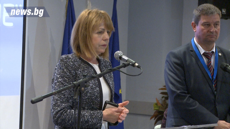 """Фандъкова уверена за строежа на детска градина и училище в """"Манастриски ливади"""""""