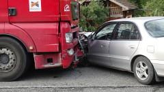 Камион и бус се сблъскаха на булевард в Русе