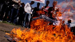 Младежи от Перник се обявиха срещу агресията