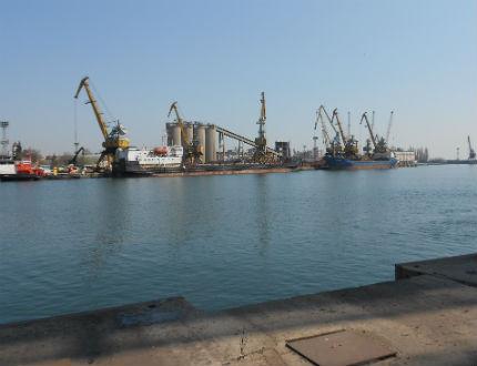 Рокади в порт Бургас