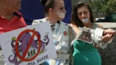 """Десетина души протестираха срещу задкулисните връзки """"Медии - бизнес - политика"""""""