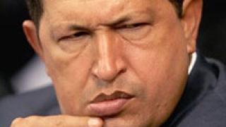 Чавес не се отказва от президентския вот, въпреки поредната операция
