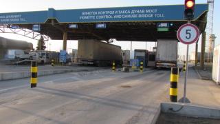"""Русенци блокират ГКПП """"Дунав мост"""" заради мръсен въздух"""