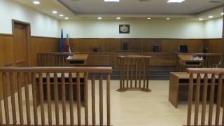 Баба и внук заедно в съдебна зала за продажба на кокаин