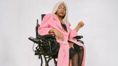 Моделът в инвалидна количка, който иска да промени модната индустрия