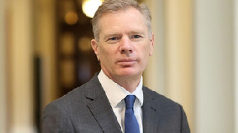 Британският посланик в Иран - Робърт Макеър, е арестуван в