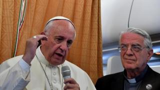 Църквата трябва да поиска прошка от гейовете и маргинализираните, убеден папа Франциск