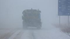Движението в Северозиточна България е ограничено, 9 от проходите са затворени, в цялата страна вали