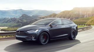 Tesla изтегля за ремонт повечето стари Model X заради проблеми с волана