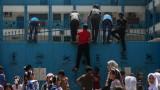 Израел удари с бомби и санкции Газа