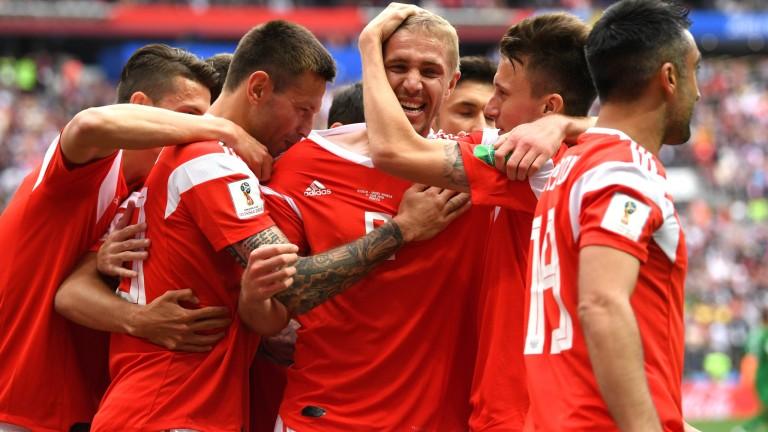 Русия1 : 0 Саудитска Арабия 35′ И РУСНАЦИТЕ ПОИСКАХА ДУЗПА!