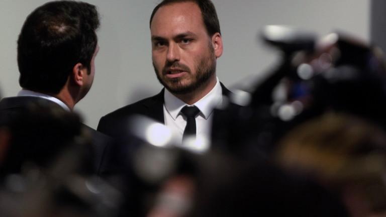Единият от синовете на крайнодесния президент на Бразилия е остро