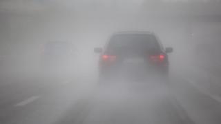 Намалена видимост поради мъгла в някои части на страната