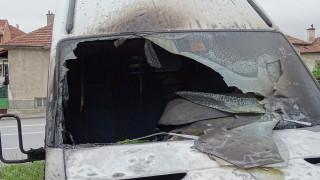 Микробус горя на паркинг в Благоевград