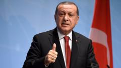 Ердоган облича превратаджиите в кафяви дрехи