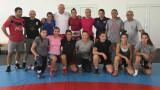 Министър Кралев посети тренировка на женския национален отбор по борба във Варна