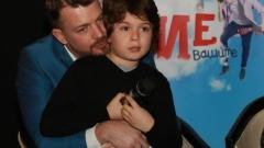 Баща и син играят в един сериал