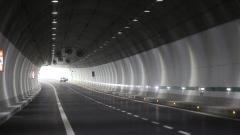 "Бетонов блок премаза крака на работник в тунела ""Витиня"""