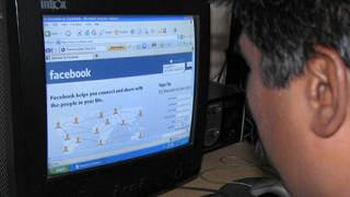 Facebook е заплаха, предупреди МВР шефът