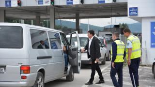 Девет буса са спрени на границата за незаконен превоз на пътници